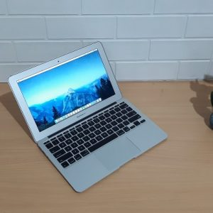Apple Macbook Air (11-inch, Late 2010), Intel Core 2 Duo, slim ringan normal semua body aluminium